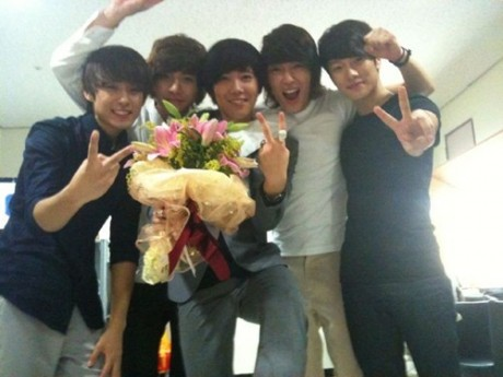 FT Island celebrates Mutizen Win